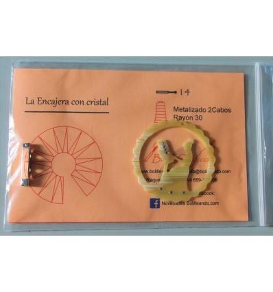 Broche encajera con cristal color marfil con patrón